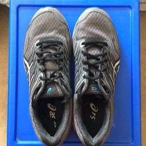 Black and grey GT-2000 ASICS
